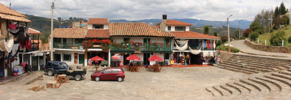 Puestos de artesanías en el Pantano de Vargas