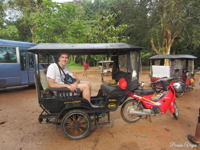 Tuk Tuk en Angkor Wat, Camboya.