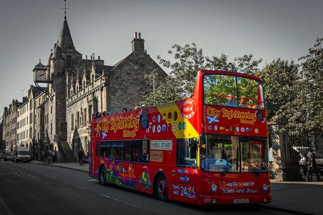 Bus turístico en Edimburgo, Escocia