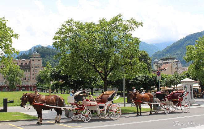 Carrozas turísticas en Interlaken, Suiza.