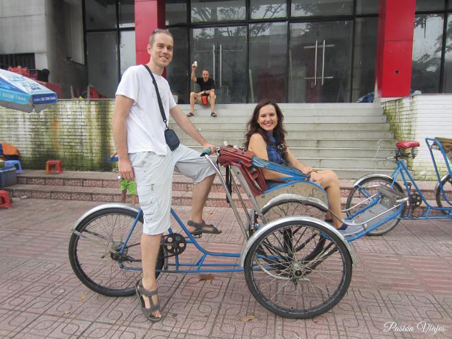 Rickshaw o bicitaxi en Ho Chi Minh, Vietnam-