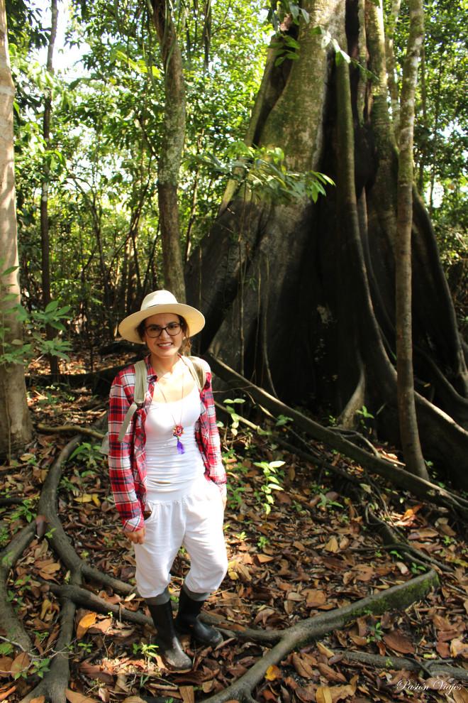 Ropa blanca y cómoda para caminata en la selva amazónica.