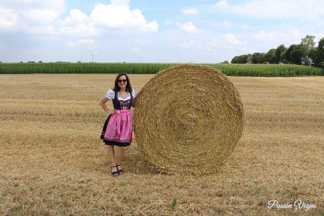Traje típico de Alemania para chica, llamado Dirndl.
