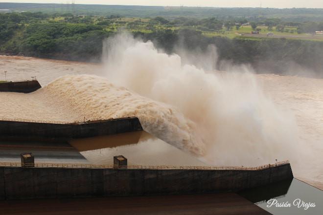 Represa de Itaipú en Brasil.