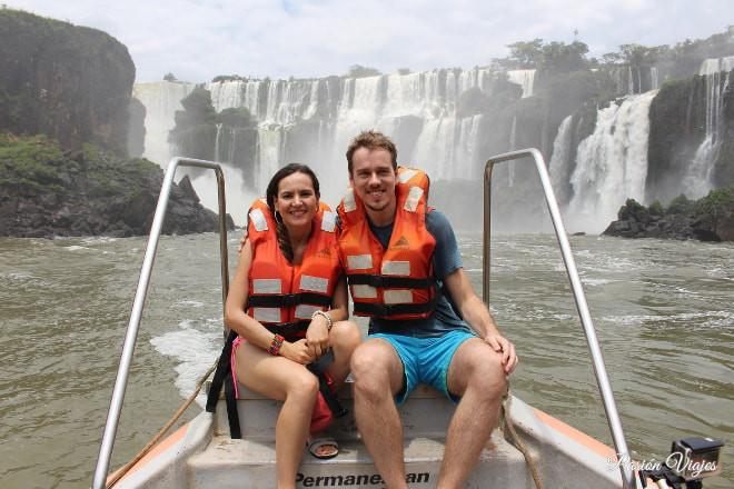Circuito en barco en las cataratas del lado argentino.