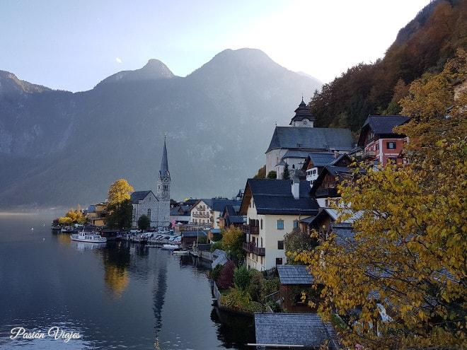 Vistas de Hallstatt en otoño.