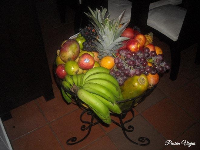 Canasta de frutas en casa de mi abuelita.