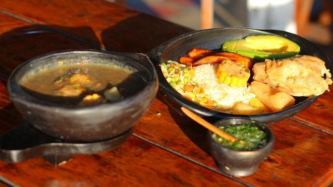 Almuerzo típico colombiano (Ajiaco).