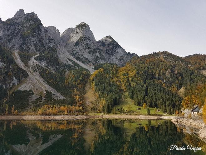 Montañas en el Lago de Gosau.