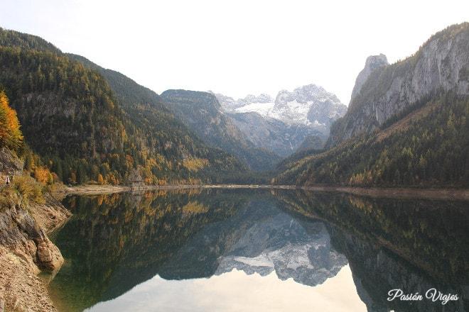 Panorama del Lago de Gosau con la montaña Dachstein en el fondo.