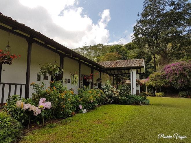 Fachada de la Hacienda El Roble.