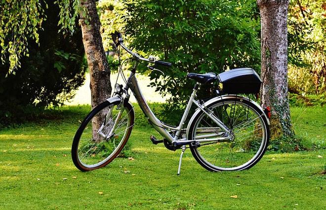Montar bicicleta en la Mesa de los Santos.