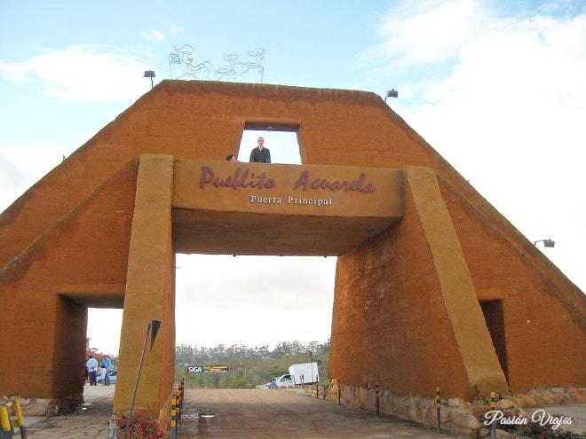 Puerta principal en el mercado campesino.
