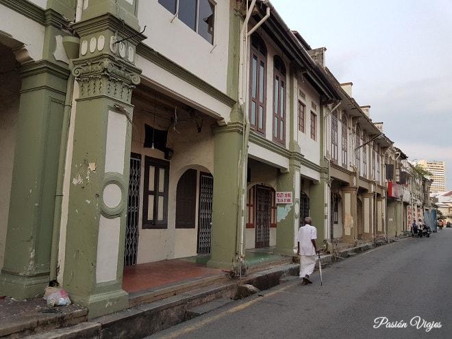 Calles de Melaka con alcantarillado abierto.