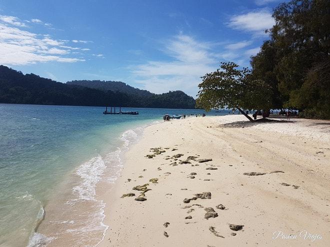 Playas paradisiácas en el tour de Island Hopping en Langkawi (Pantai Beras Basah).