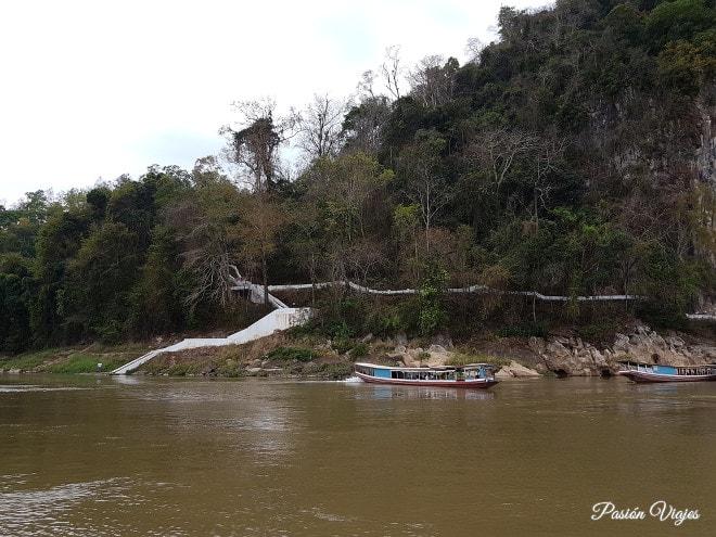 Vimos las cuevas de Pak Ou cerca de Luang Prabang.