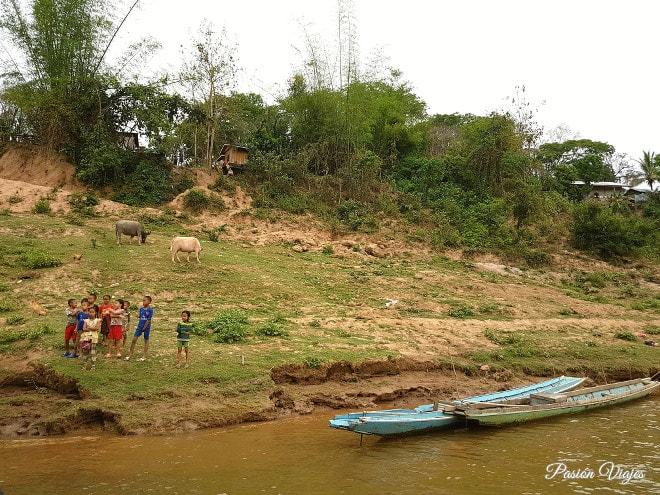 Niños en el Mekong.