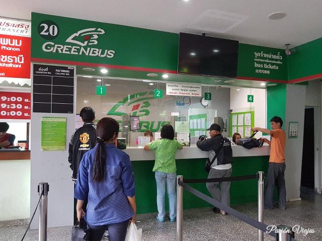 Green Bus en la terminal de buses de Chiang Mai.