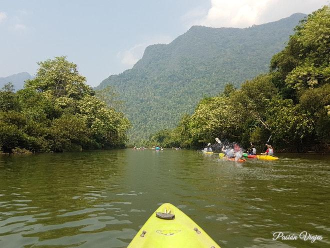Kayaking en el río Nam Song.
