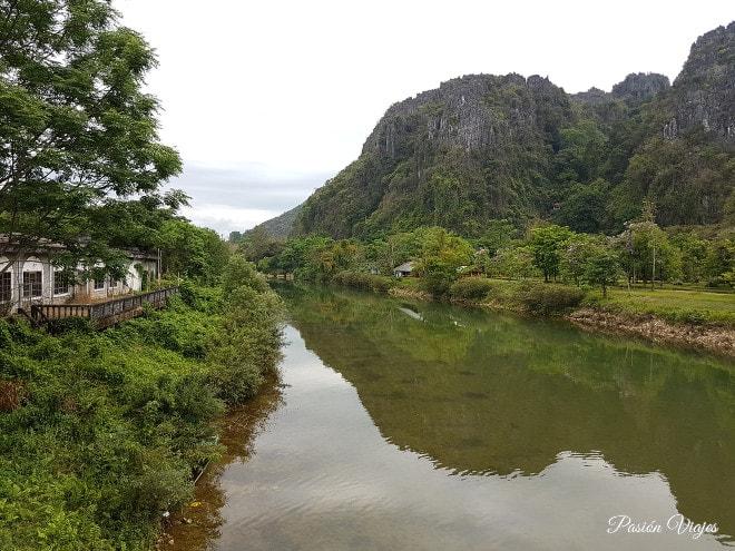 Paisaje alrededor de la cueva Tham Jang.