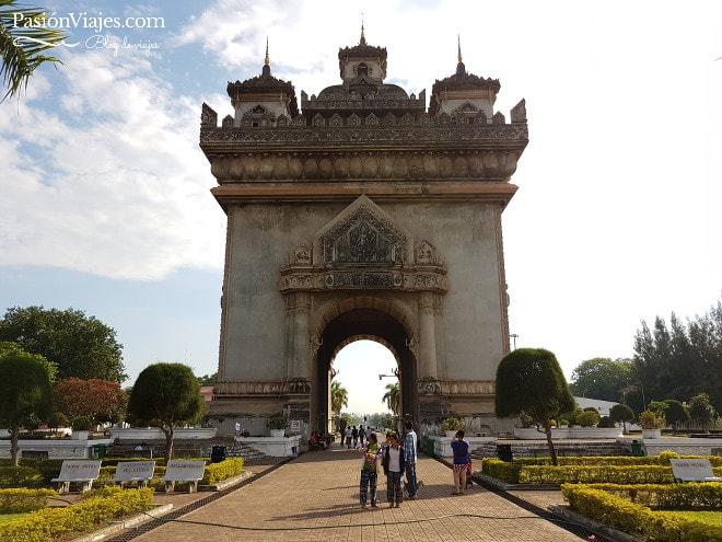 Arco del triunfo en Vientián (Patuxai).