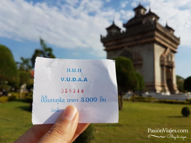 La entrada al Arco Patuxai vale 3.000 kip.