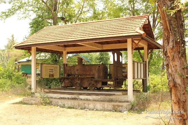 La locomotora francesa en la isla de Don Khon.