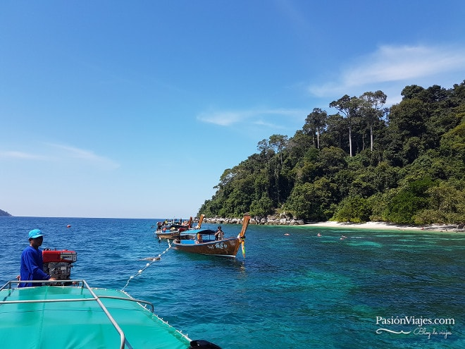 Parada en Koh Adang en el tour de snorkeling.