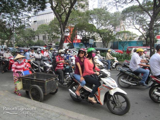 Calles y tráfico en Saigón (Ho Chi Minh).