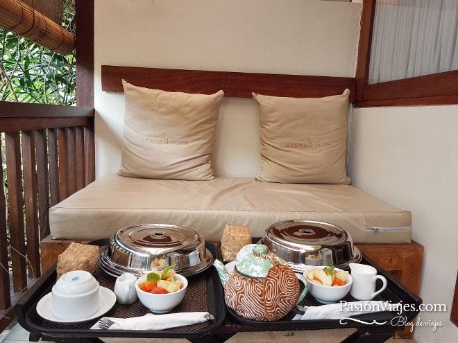 Este balcón de mi habitación en un hotel de Kuta se convirtió en mi comedor y mi oficina por varios días. Aunque a veces los mosquitos y el calor me sacaban corriendo.