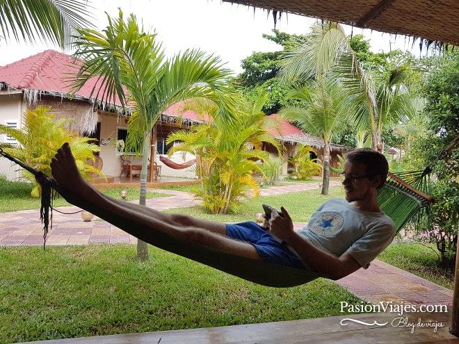 Aquí disfrutando de una pausa laboral y gozando de buen internet en la terraza de mi habitación. Sihanoukville, Camboya.