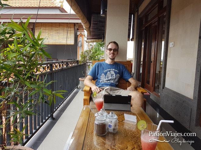 En un hotel de Ubud en Bali, Indonesia. Uno de los lugares que más me gustaron para viajar y trabajar.